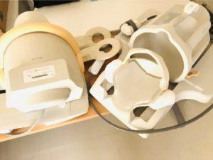 これはコイルというものです。膝、頭、肩など撮像したい部位に装着させ、検査を行います。
